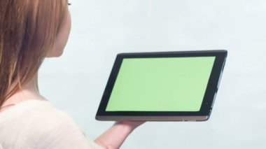 Girl playing on tablet — Stock Video