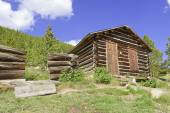 Vintage Log cabin in old abandoned mining town — Stock Photo