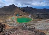 Volcanic terrain Tongariro National Park, New Zealand — Stock Photo