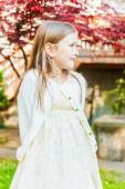 Outdoor portrait of a cute little girl on a nice sunny day — Zdjęcie stockowe