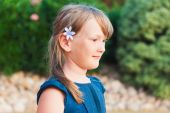 Outdoor portrait of a cute little girl in profile — Stock Photo