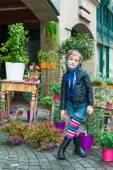 Portrait of a cute little girl in a city — Foto de Stock