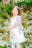 Outdoor portrait of a cute little girl, on a nice spring day — Stok fotoğraf