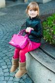 Outdoor portrait of a cute little girl in a city on a nice day — Foto de Stock