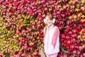 Outdoor ritratto di una ragazza carina — Foto Stock