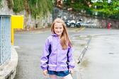 Retratos al aire libre de una niña linda — Foto de Stock