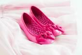 Mała dziewczynka różowe baleriny buty na tutu spódnica — Zdjęcie stockowe
