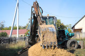 Shovel of the tractor, digging a hole — 图库照片