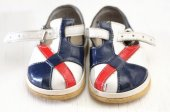 Baby first step sandals — Stock Photo