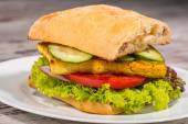 Close-up picture of vegetarian sandwich with tofu, tomatoes, sal — Stock Photo