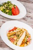 Top-view picture of two plates with vegetarian salads on the woo — Stock Photo