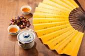 Composição de cerimônia do chá com ventilador de mão — Fotografia Stock