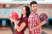 Man and woman in bowling club — Stockfoto