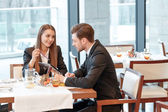 Discussion of business ideas during the lunch — Stock Photo