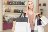 Girl holds shopping bags in her hands — Stock Photo