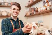 Man holds a clay pot — Stock Photo