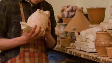 Potter checking up his work — Vídeo de Stock