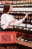 Woman in a liquor store — Stock Photo