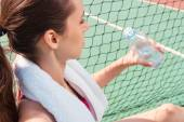Sportswoman drinking water — Stock Photo