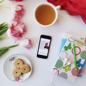 Cookies, cup of tea, tulips and smartphone with music — Stock Photo