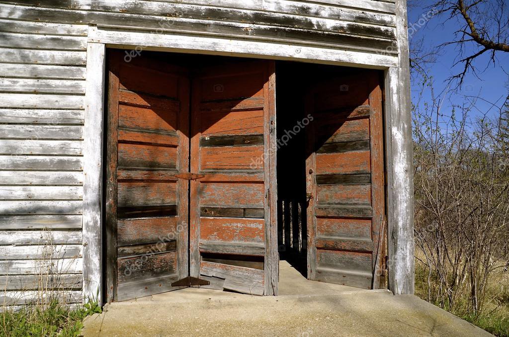 Entrada de garaje de tres puertas para una sola puerta for Puerta xor de tres entradas