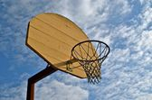 Wooden backboard, hoop, and net — Stock Photo