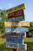 Park signs provide distance — Stock Photo