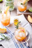 Peach and rosemary fizz cocktail — Stock Photo