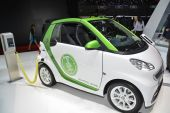Smart Electric Drive and charging station at the Geneva Motor Show — Stock Photo