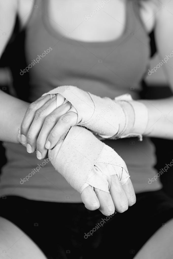 Связали ей руки фото 683-545