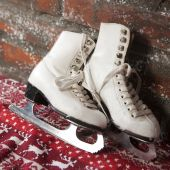 Christmas decoration made by designed vintage skates. Skates on artificial snow — Stock Photo