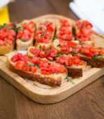 Bruschetta with sweet tomatoes and basil — Stock Photo