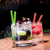 Two glasses of strawberry and grape mojitoes — Stock Photo