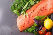 Salmon woth seasoning on a pan — Стоковое фото
