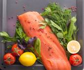Salmon with seasoning on a pan — Zdjęcie stockowe
