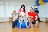 Happy family in fitness club. Happy sporty family — Stock Photo
