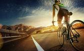 Bike cyclist riding Mountain — Zdjęcie stockowe