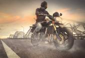 байкер езда мотоцикл — Стоковое фото
