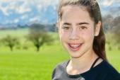 Israeli teenager girl in Switzerland — Stock Photo