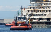 The wreck of the Costa Concordia enters the port of Genoa Voltri. — Stock Photo