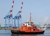Tugboat in the port of Genoa — Stockfoto
