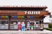 LOEI, february 22: 7-Eleven store new design on February 22, 2015 in LOEI , Thailand . 7-Eleven is world's largest operator, franchisor and licensor of convenience stores, with more than 46,000 shops. — Stock Photo