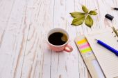 Coffee with notepad and pen — Stock Photo