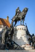Statue of Matthias Corvinus in front of St. Michael's Church in Cluj-Napoca, Romania — 图库照片