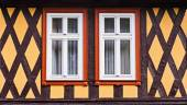 The front side of the  fachwerk house with wooden beams and two  symmetrical windows, Wernigerode, Germany — Stock Photo