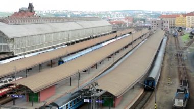 Main train station - railway yard - panorama of the city(Prague, Czech Republic) in the background — Stock Video