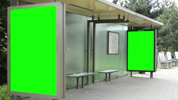Parada de autobús - cartelera - verde pantalla — Vídeo de stock