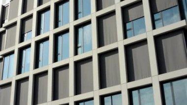 Modern building - offices - window with curtain - sun — Vídeo de Stock