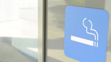 Symbol - smoking allowed - sticker on building — Stock Video