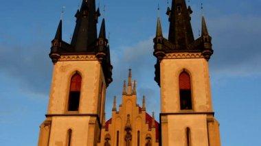 Religiöse Kirche - Sunset - blauer Himmel — Stockvideo